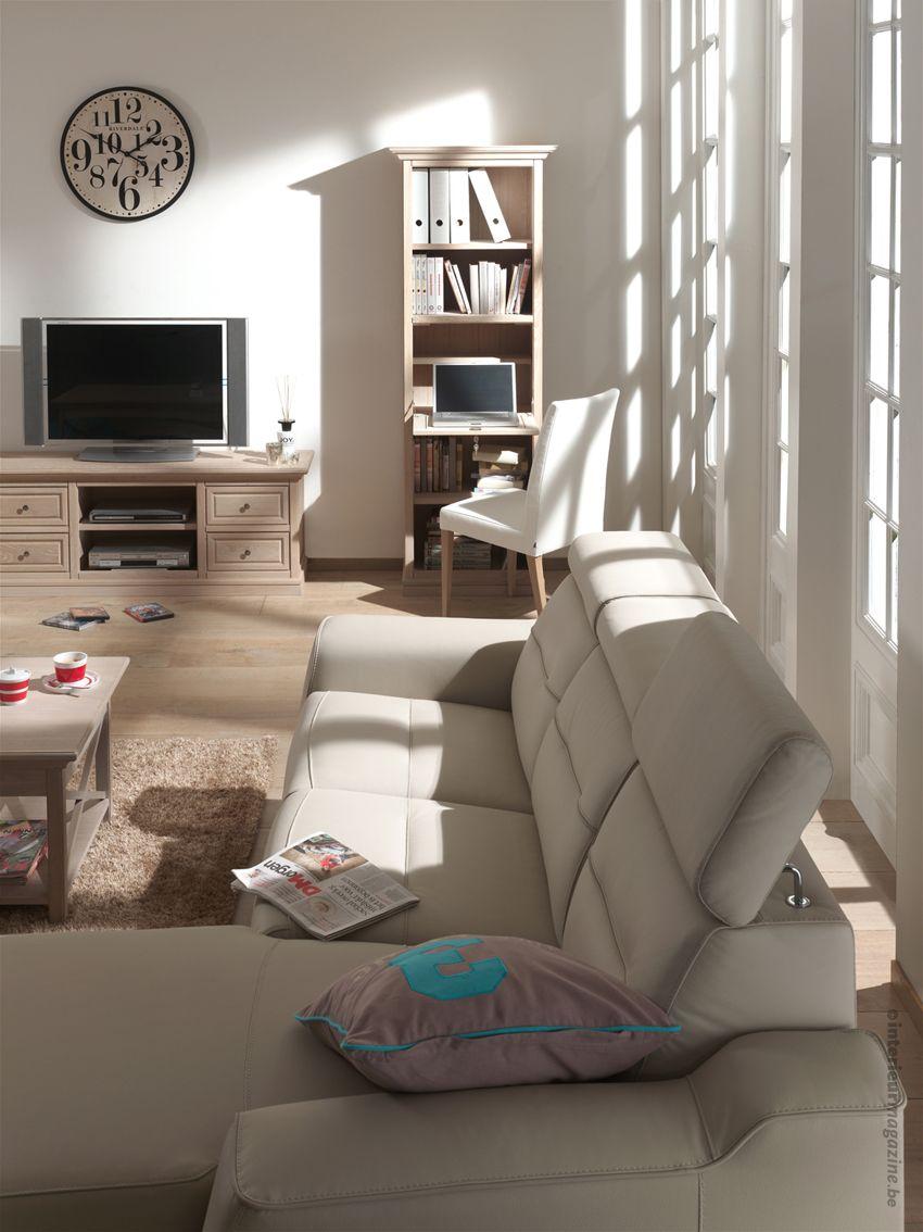 © interieurmagazine.com Landelijk wonen was nog nooit zo sfeervol als met deze Belgische collectie. Eiken meubelen die dicht bij huis gemaakt worden, van ontwerp tot finish. Stuk voor stuk in kleine oplage, zeer exclusief dus!