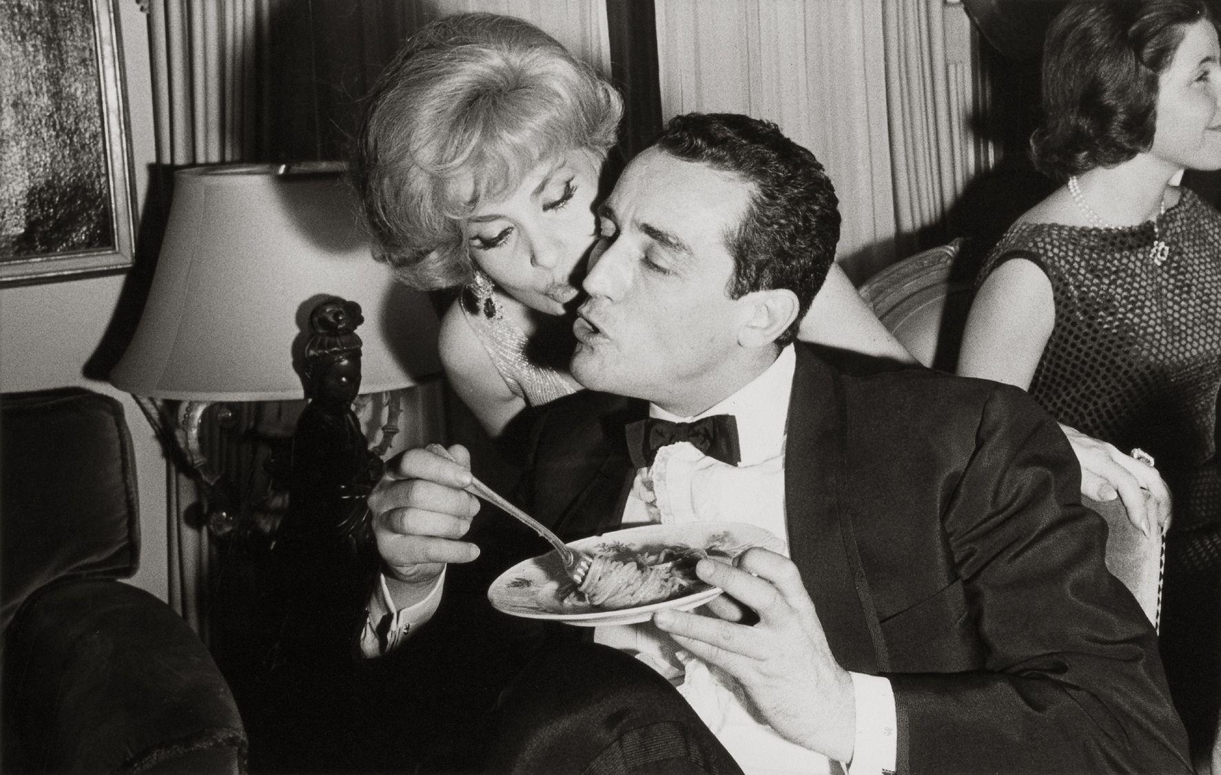 Gina Lollobrigida E Vittorio Gassman Gina Lollobrigida Vintage Italian Posters People Eating