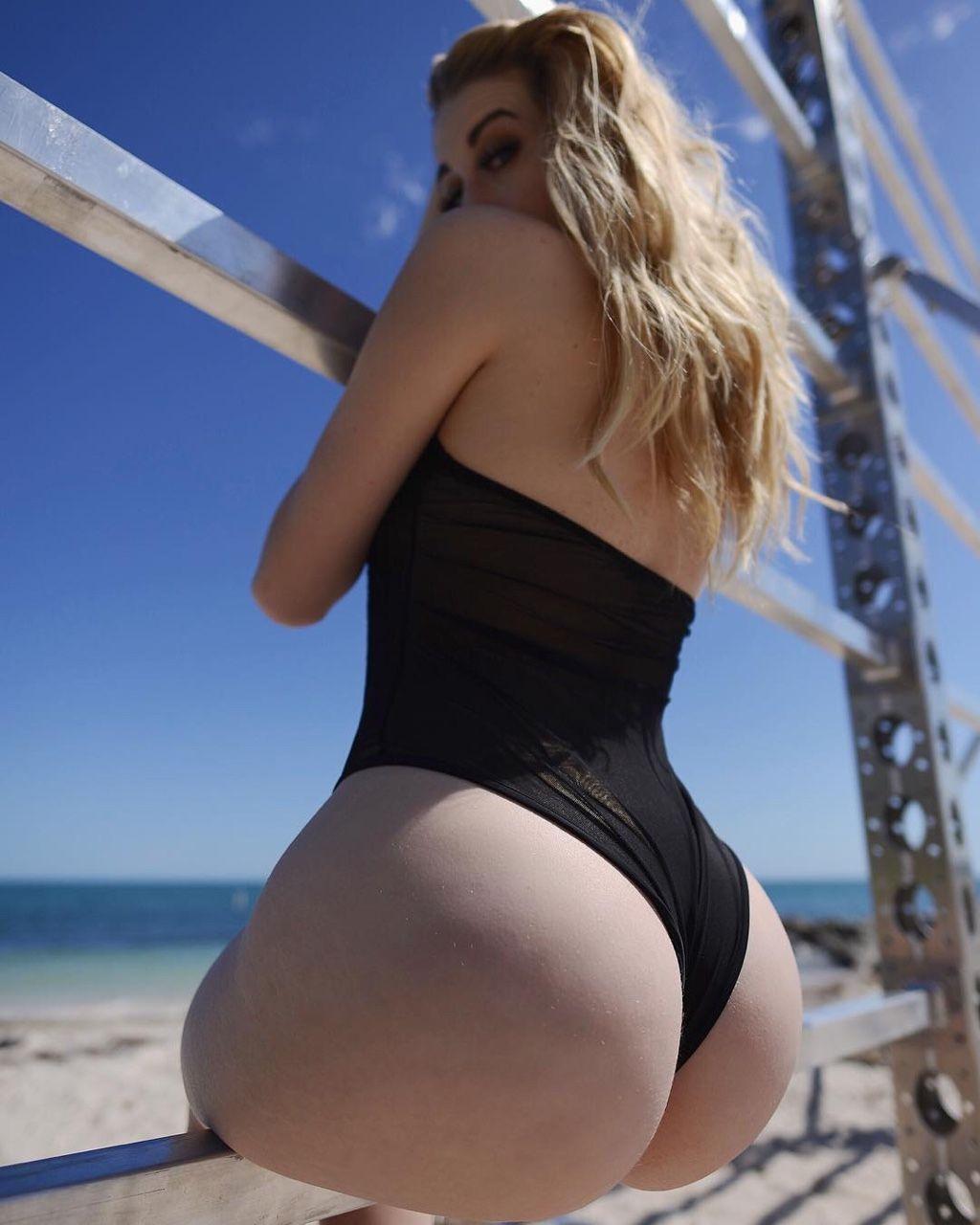 Nude ass blonde