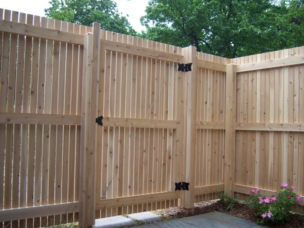 Vertical wooden fence gate designs wooden fence gate for Wood privacy fence ideas