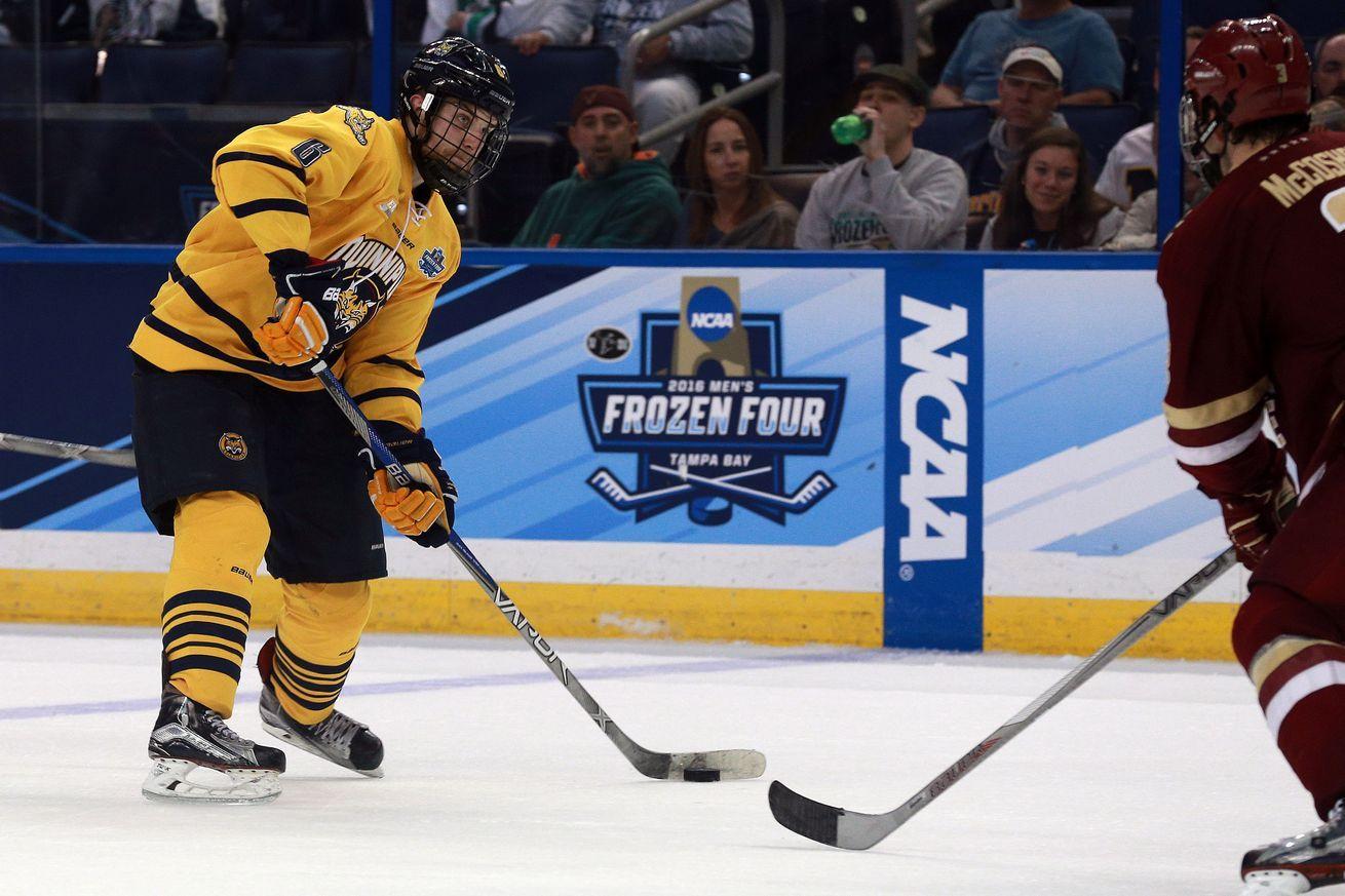 New York Islanders Sign Quinnipiac S Devon Toews New York Islanders College Hockey Frozen Four