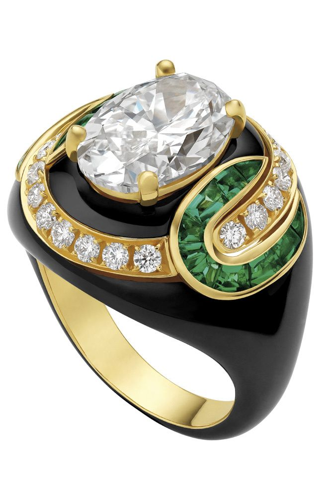 Bulgari - Band of fine jewelery in yellow gold with emeralds and diamonds.