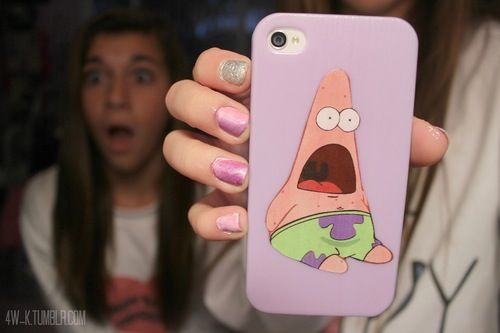 Patrick Star phone case. ♡>>the girl in the background looks like she am saw a ghost