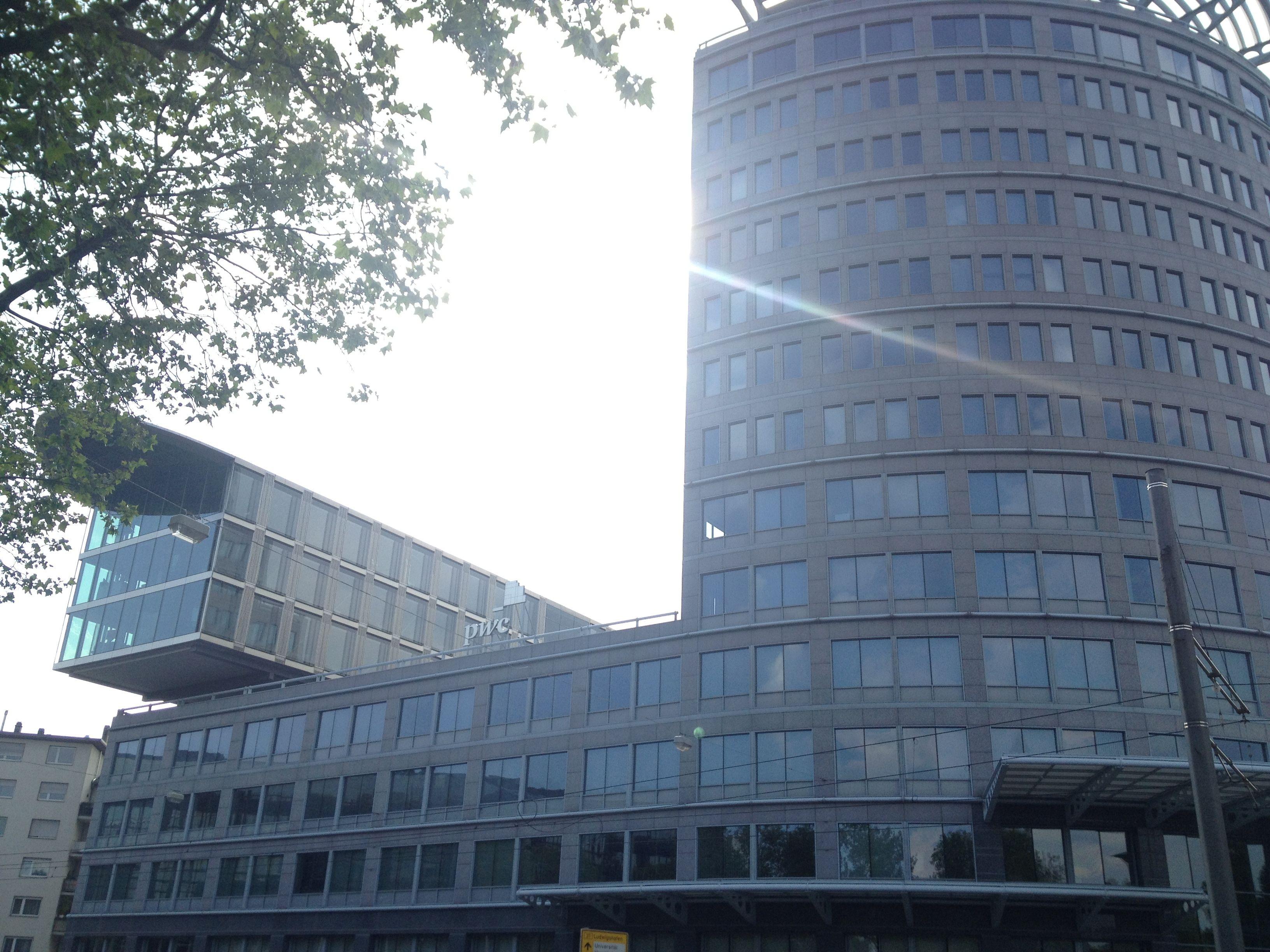 Bei PWC in Mannheim interessantes ausgetauscht. Unter anderem Themen wie Wissensmanagement, Prozessautomation und Innovatorische Nutzenaspekte diskutiert.