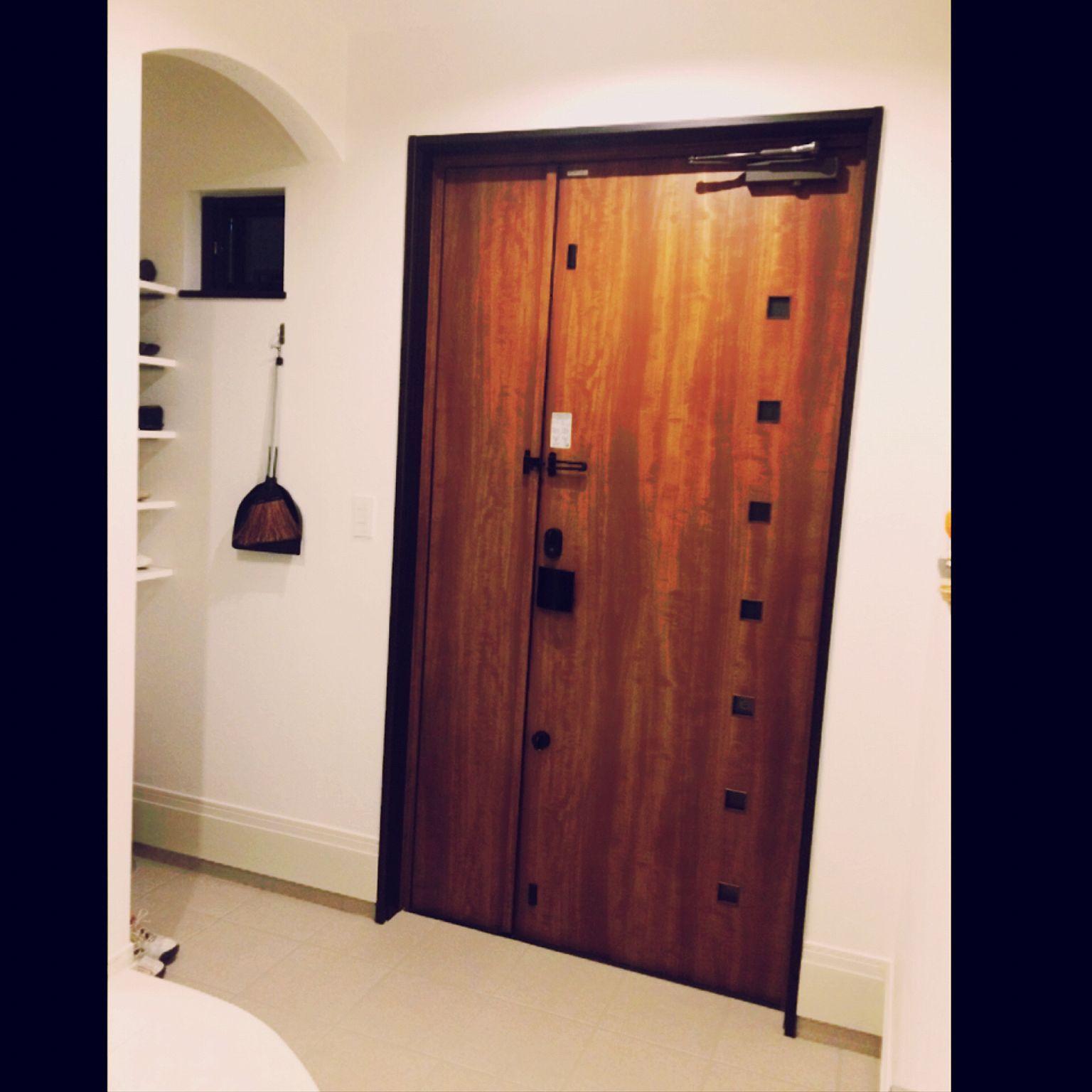 玄関 入り口 リクシルの玄関ドア 玄関ドア 親子扉のインテリア実例