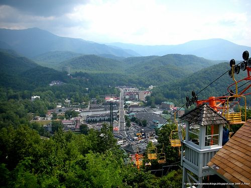 Experience the #SmokyMountains from the #SkyLift and gain a new perspective of #Gatlinburg http://www.diamondrentals.com/