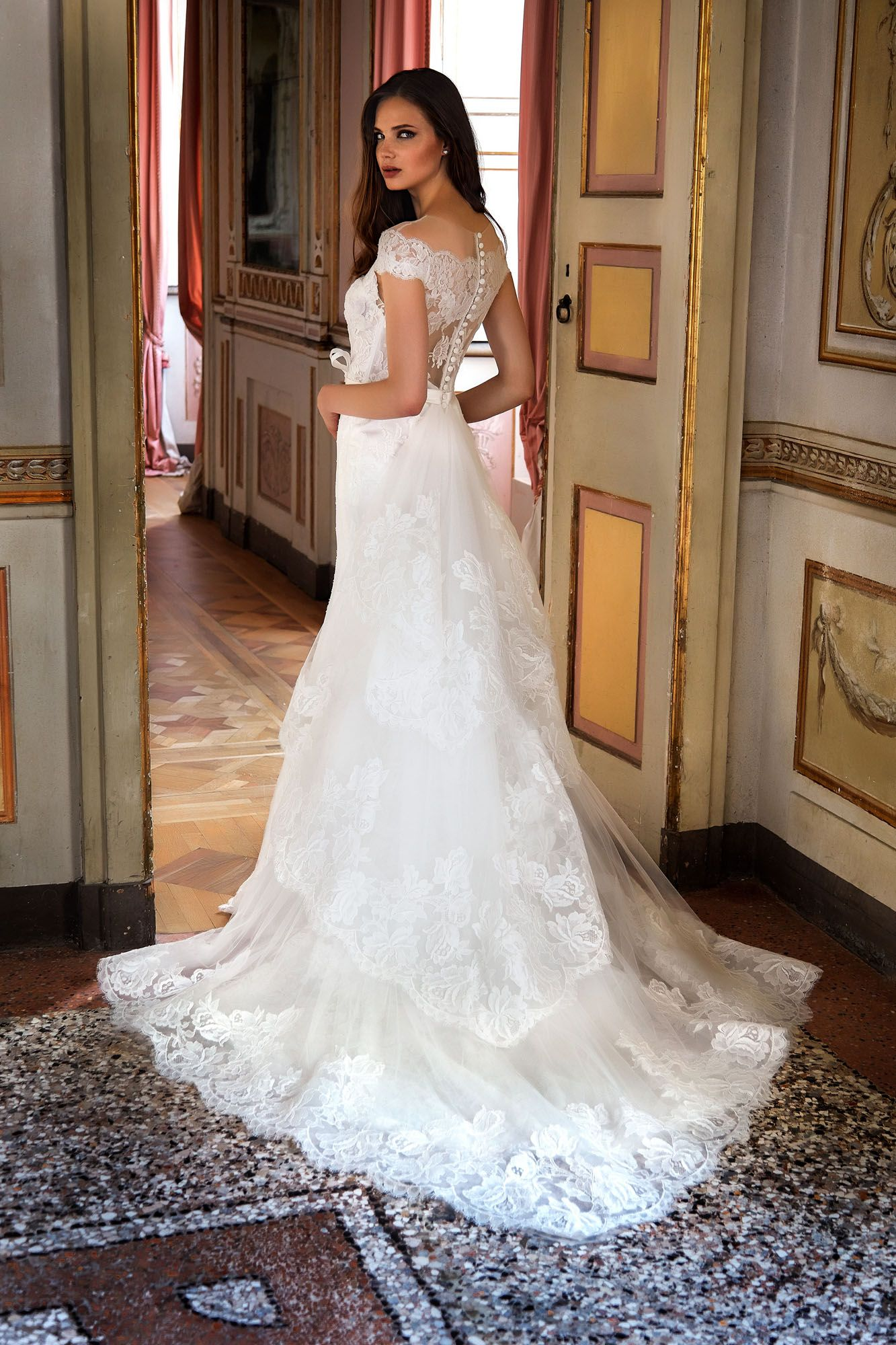 2454152c3313 MODELLO 1813 Raffinato abito da sposa a sirena in pizzo francese con  bustino ricamato a mano