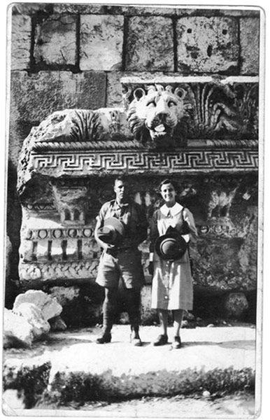 Поговорим?) - Лев цвеЛ Фотка времен Второй мировой. Солдат и санитарка. Храм Юпитера на Ближнем Востоке