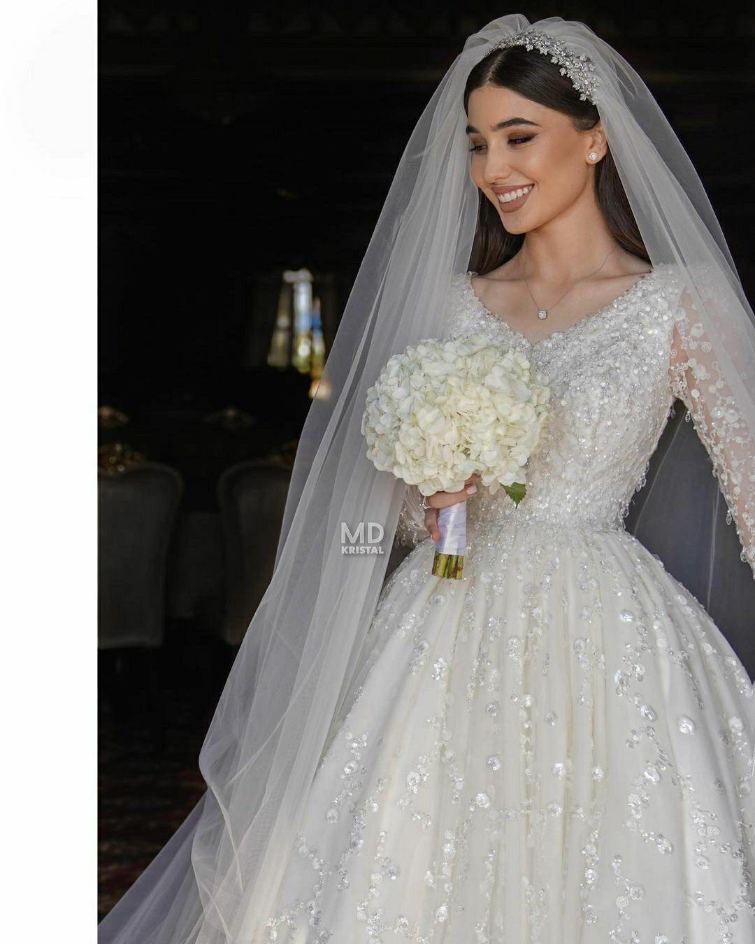 Bride Sparkly White Wedding Dress And Veil Wedding Dresses Turkish Wedding Dress Wedding Dresses Vintage Princess [ 1350 x 1080 Pixel ]