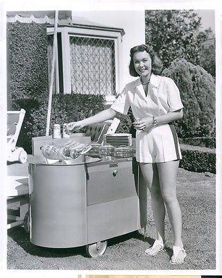 Vintage 1950 JOHNNY BELINDA Actress Jane Wyman Displays Modern BBQ Press Photo