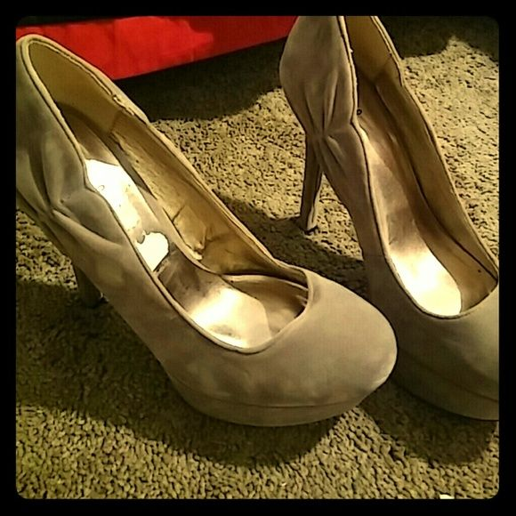 Shoes in good condition never worn no Shoes Heels