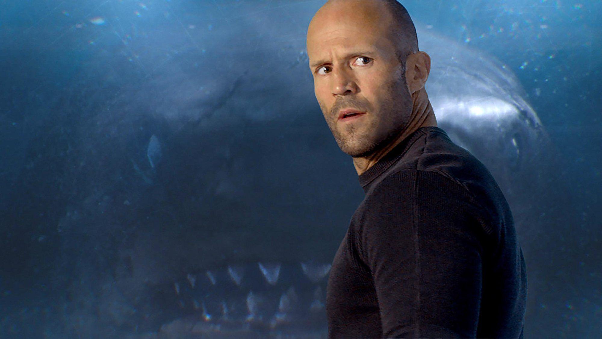 Jason Statham Kriegts Im Trailer Zu The Meg Mit Einem Mega Hai Zu Tun Hypesrus Com Jason Statham Jason Statham Filme Filme Sehen