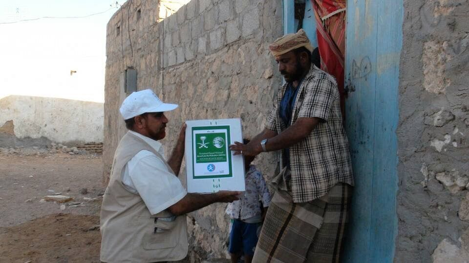 مركز الملك سلمان للإغاثة يوزع 4000 صندوق من التمور في مديرية الغيظة بمحافظة المهرة Bucket Hat Hats