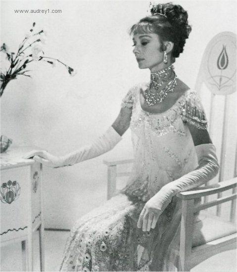 Audrey Hepburn My Fair Lady Ball Dress Posed Is There One Current Actress Audrey Hepburn Audrey Hepburn