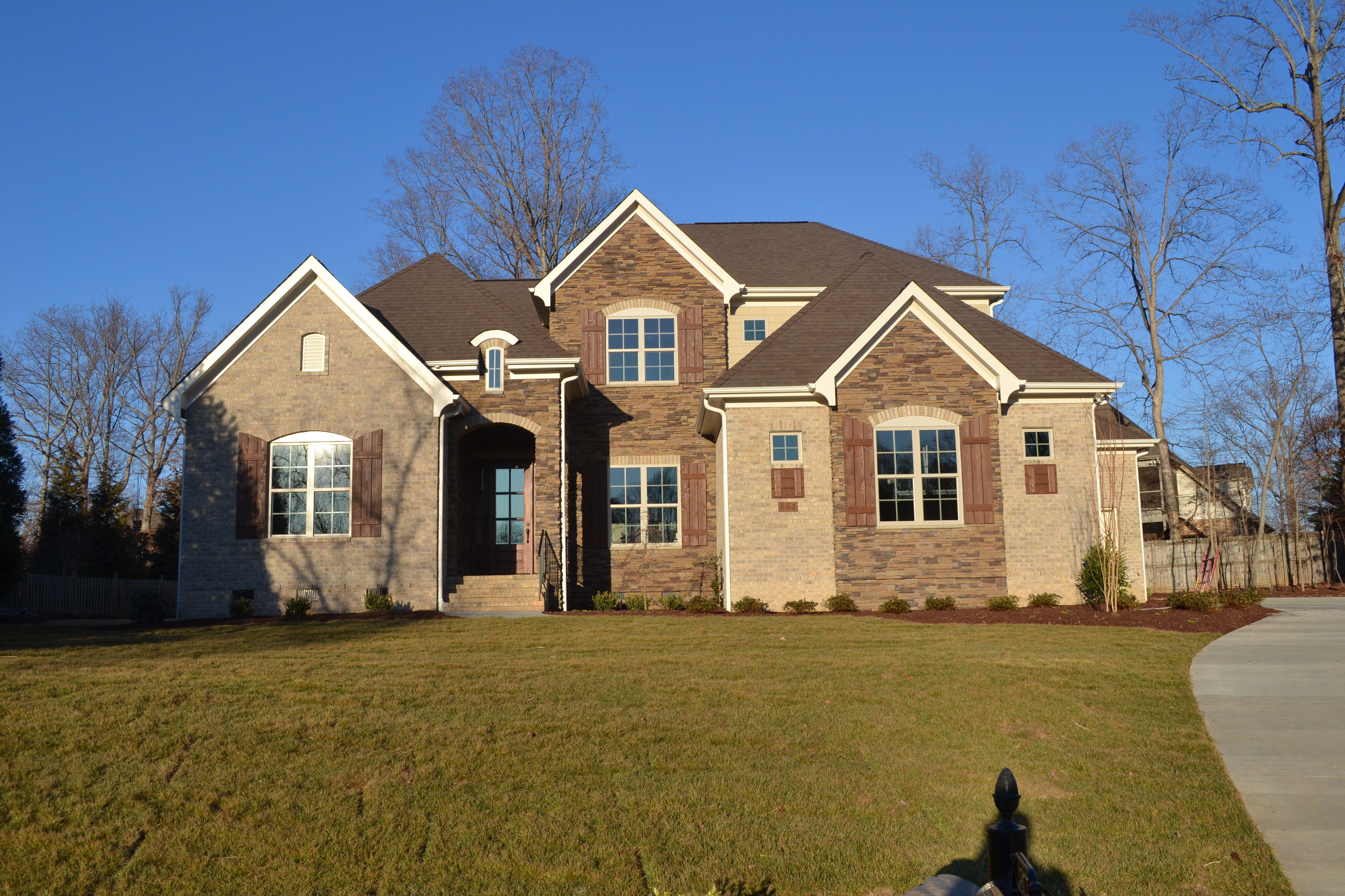 Best Arh Plan The Stoneybrook Exterior 20 Roof Owens Corning Oakridge Teak 640 x 480