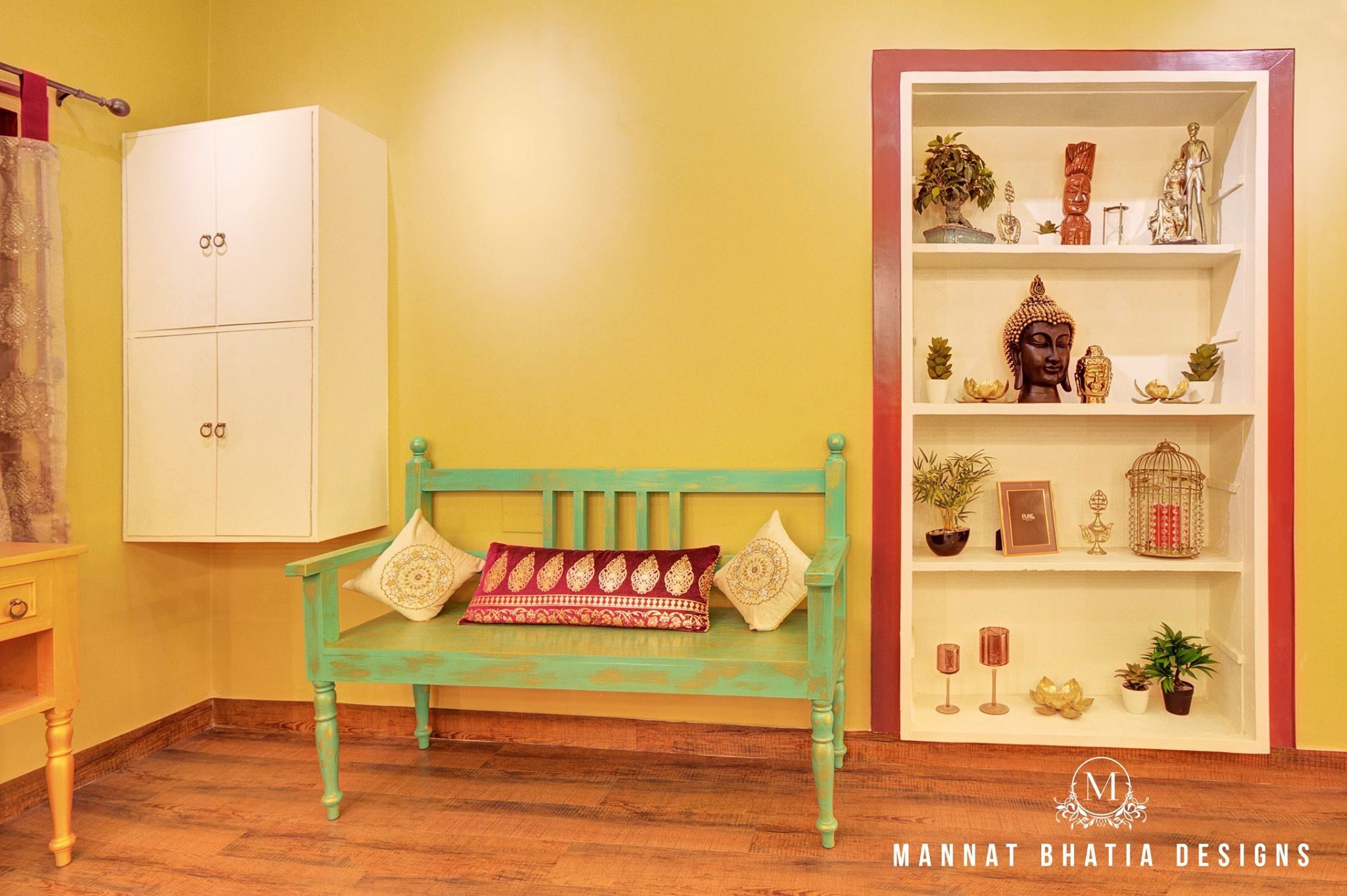 This is a Make-up \'Studio\' for Mrs Simmy Makwana in Ahmedabad, India ...