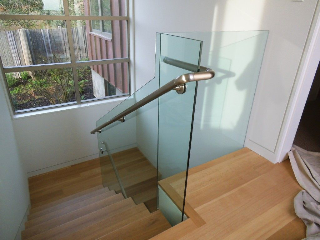 Best 1 2 Clear Tempered Glass Stair Well Glass And Brushed 640 x 480