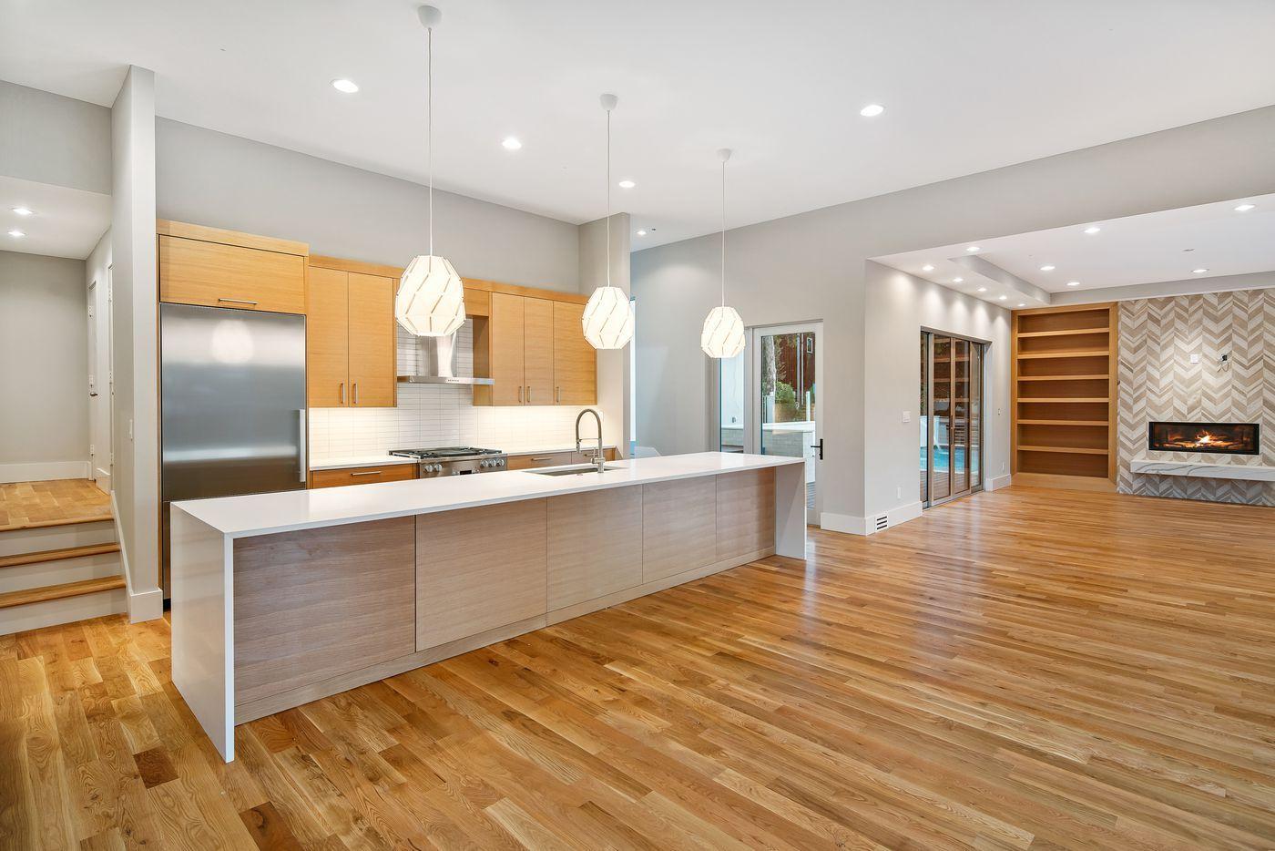 Step into a modernist home on Dallas' Kessler Woods Trail
