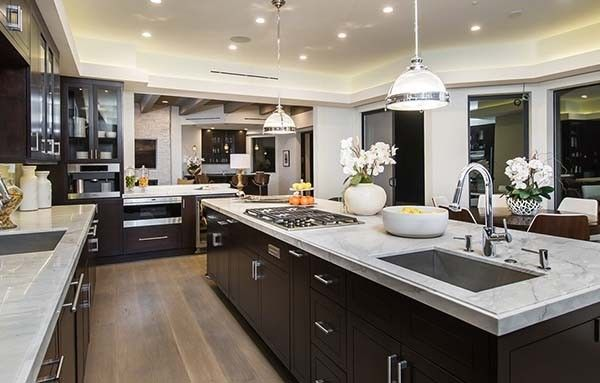 Extravagant Estate Boasts Luxury Living In Brentwood California