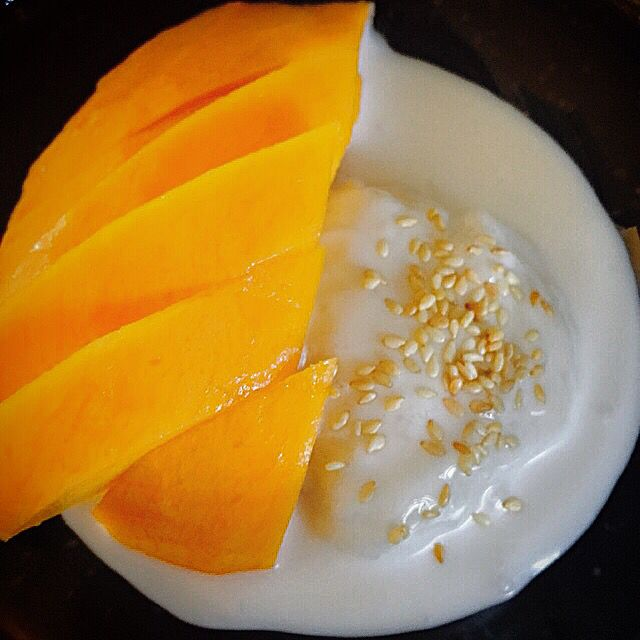 Glutinous Rice with mango, coconut sauce & toasted sesame