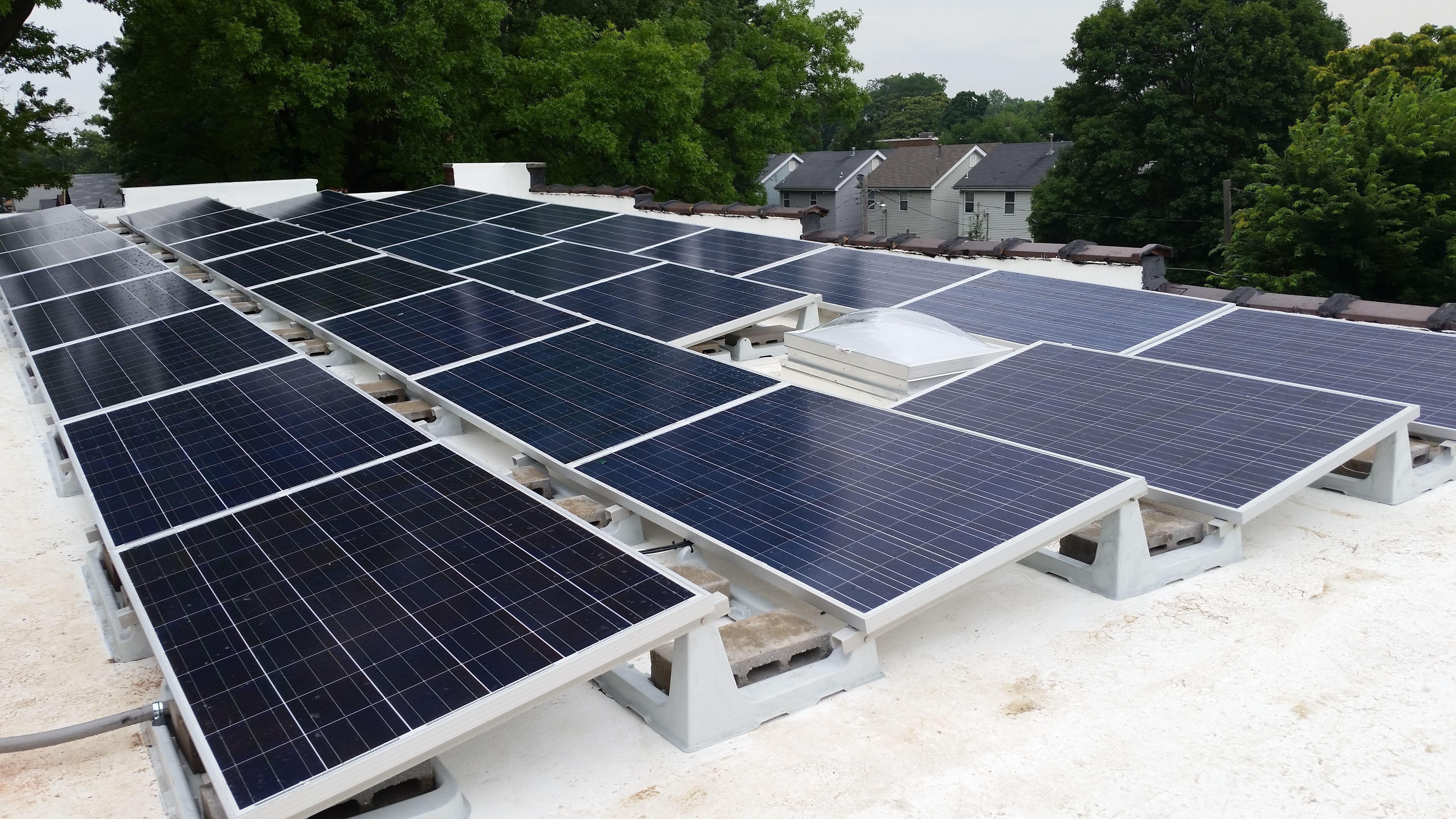 Flat Roofed Residential Array Near Tower Grove In St Louis Flachdach Solar Dach