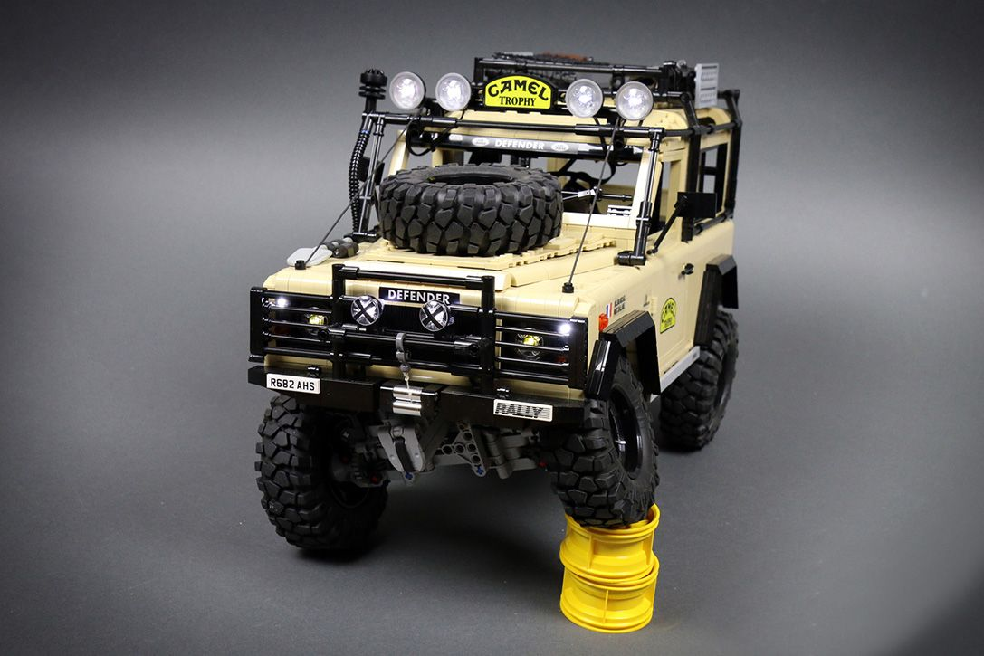 Lego S Rc Land Rover Defender Is Equipped With 4 Wheel Drive Car