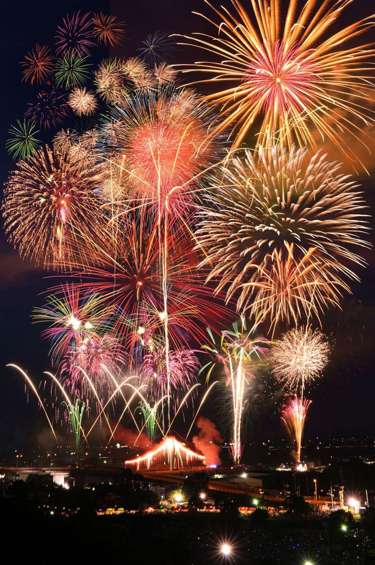 日本には全国に美しい花火大会が...