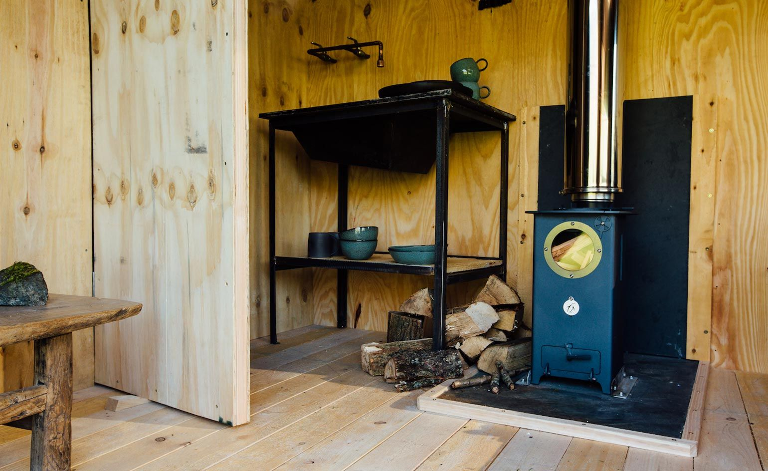 Cabin Class We Go Into The Wild At Wales First Pop Up Boutique Retreat Luxury Hotels Interior Boutique Retreats Hotels Design