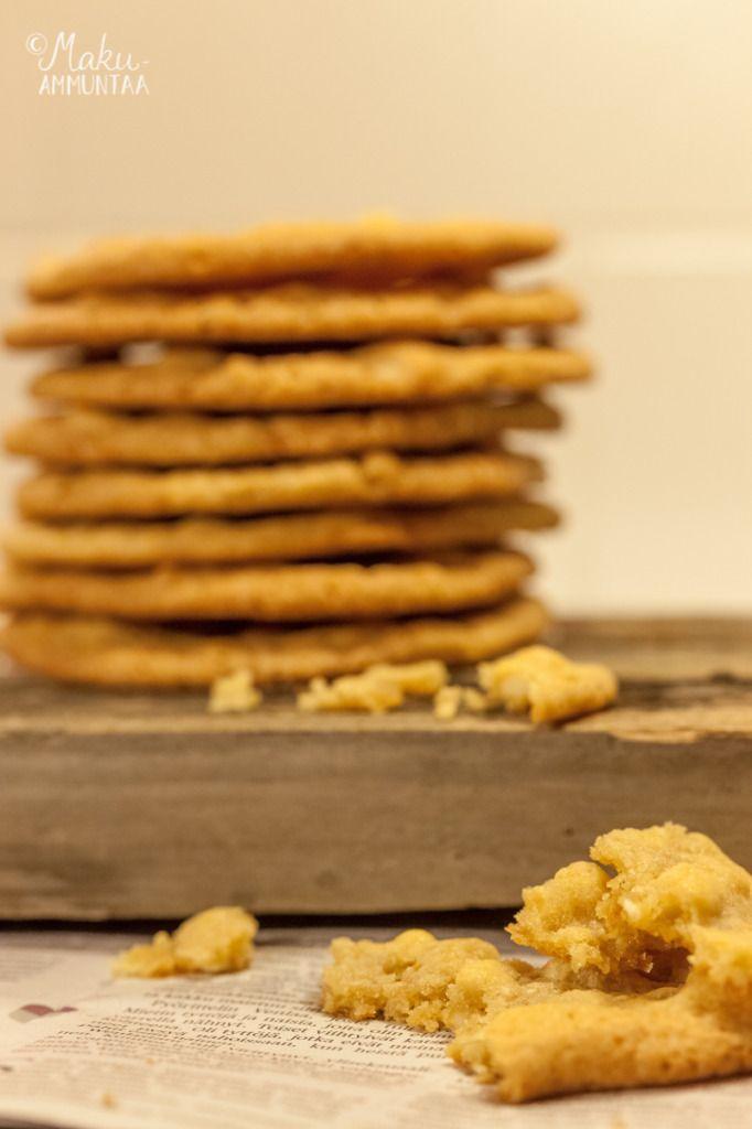 Valkosuklaa-macadamiacookiet - White chocolate and macadamia cookies