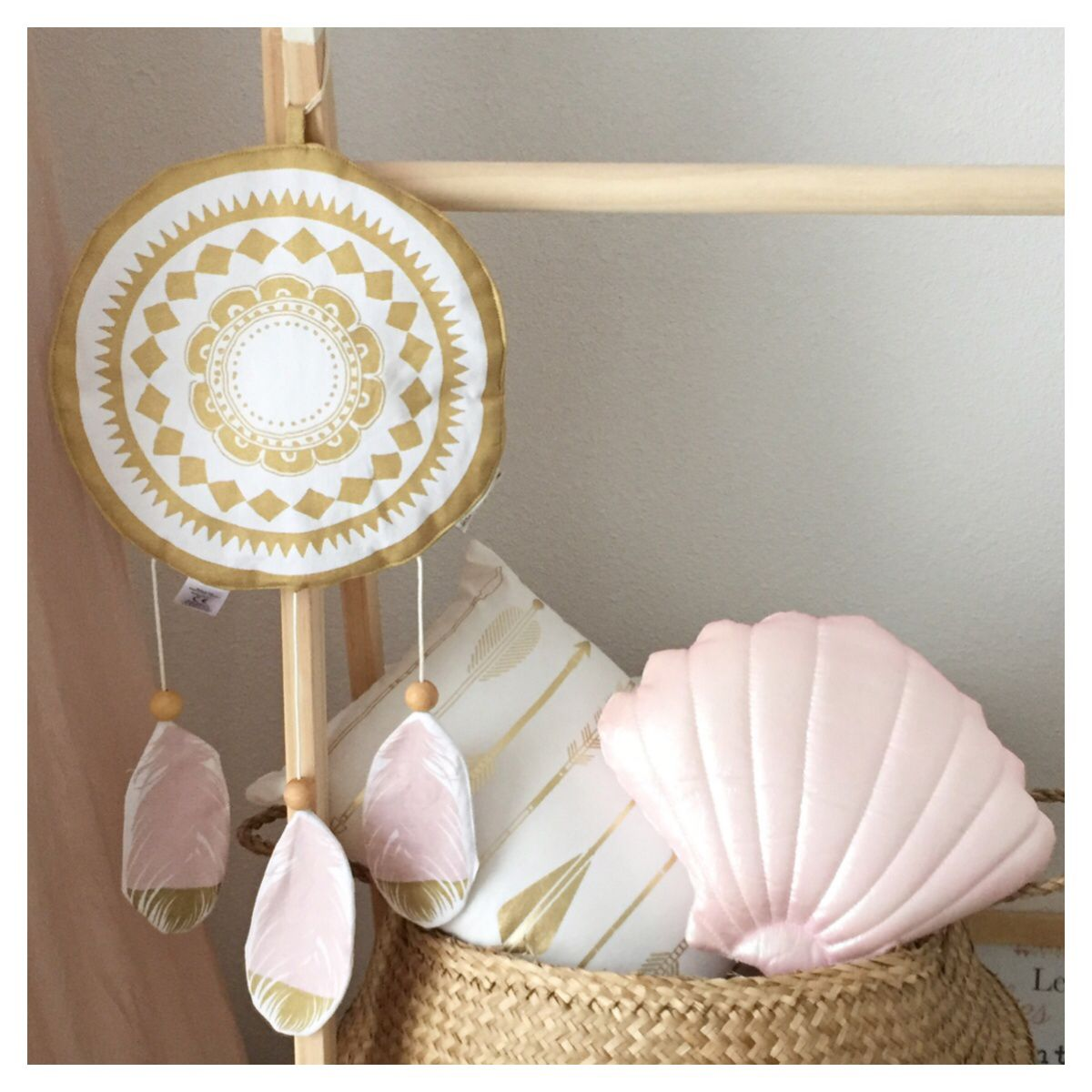 Diamond Dimple Closed Rocking Chair In 9 Kleuren -  boho_addict baby girl nursery kids clothes hanger elodie d tails dreamcatcher music box
