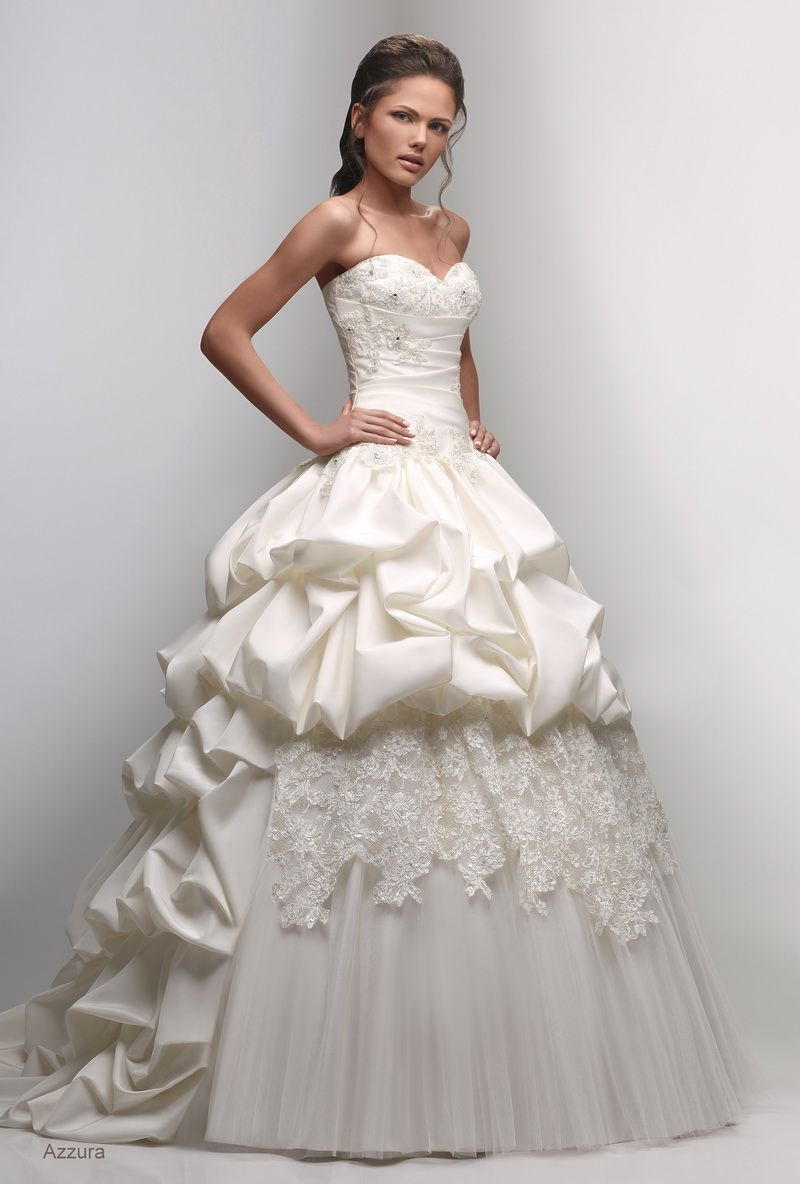 Western wedding dress has several styles which will fully express