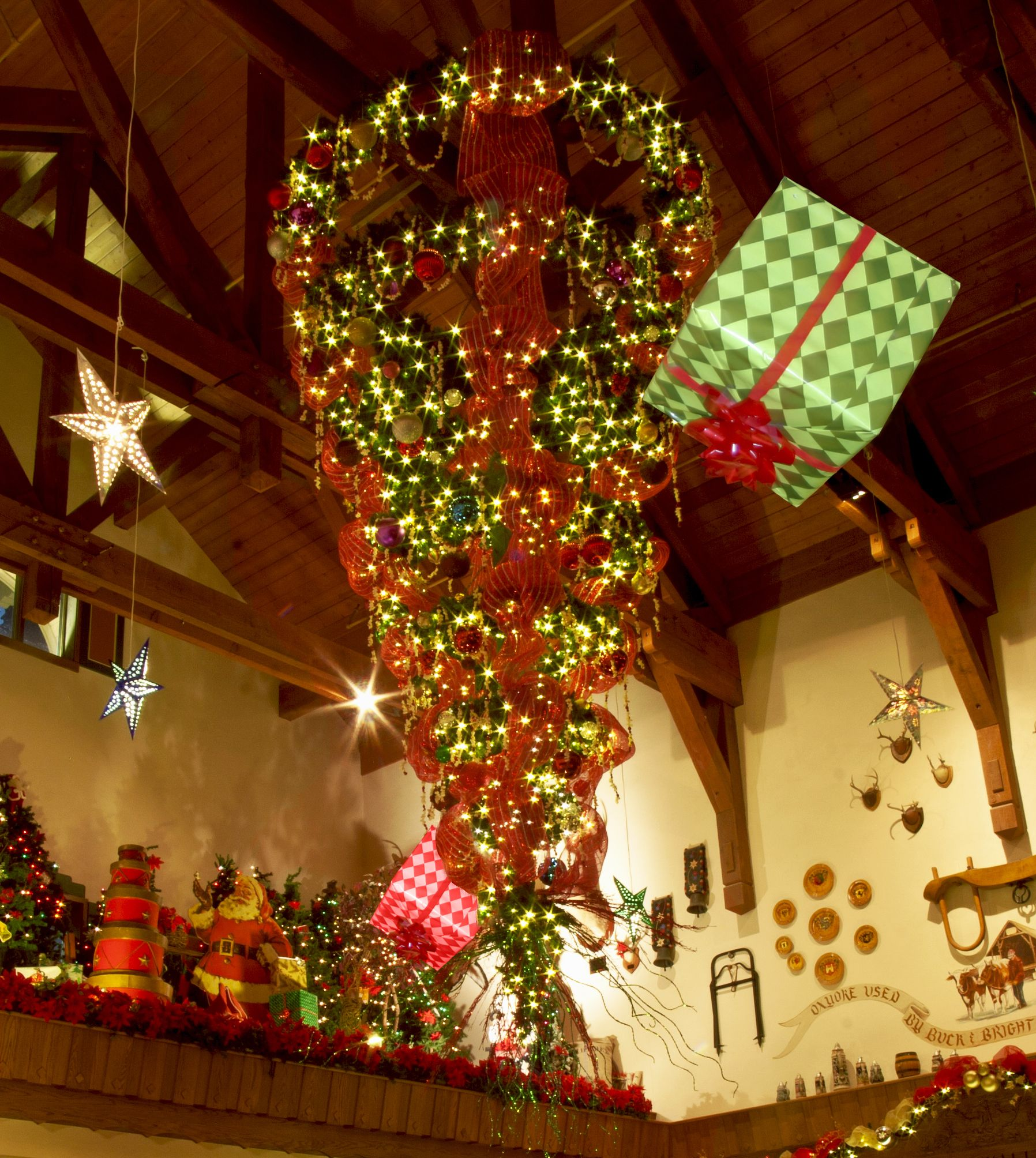 Upside Down Christmas Tree Origin.Upside Down Christmas Tree History Stand Under The Tree