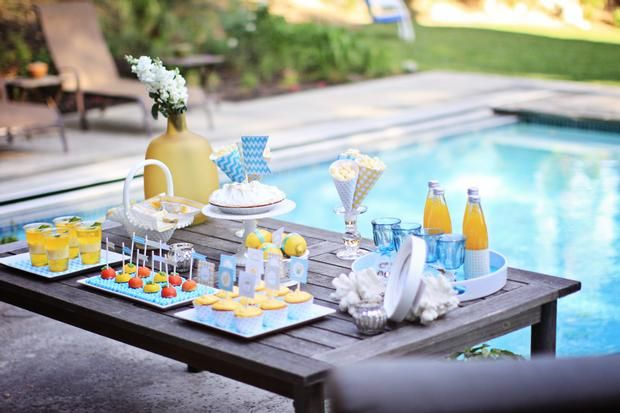 Blue and yellow by the pool...