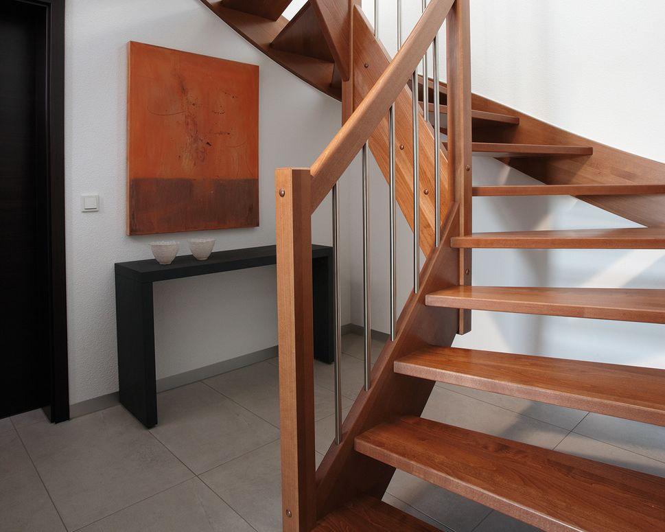 Treppenhaus einfamilienhaus holz  Frei geplantes Architektenhaus am Hang - so könnte es aussehen ...