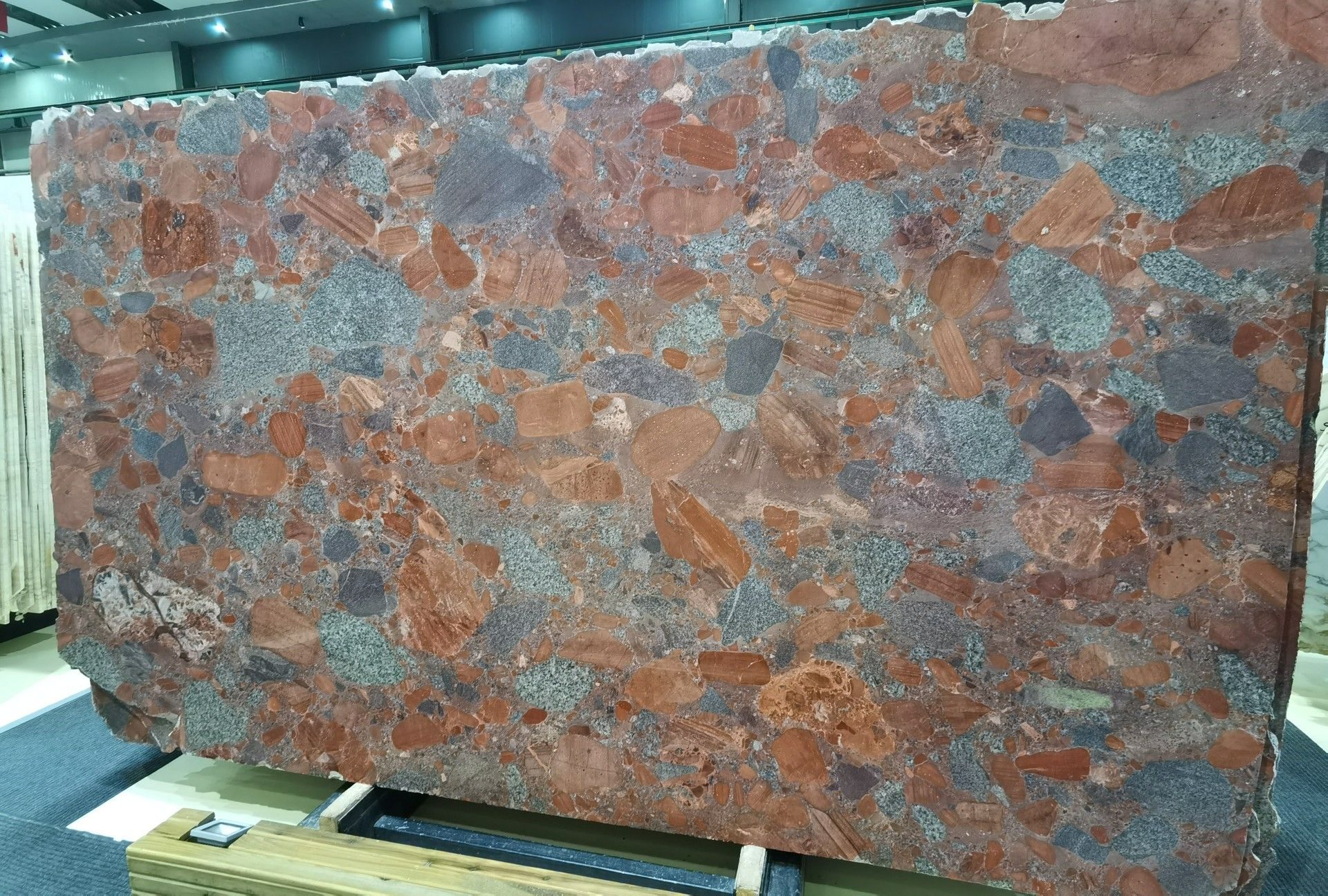 Luxury Pebble Red Granite Slab In 2020 Granite Slab Granite Travertine