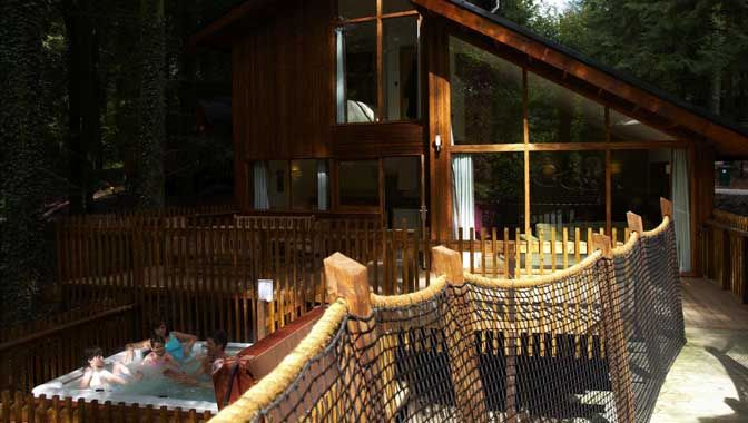 Golden Oak Cabin With Private Hot Tub And Treehouse Extension Tree House Places To Take Toddlers Hot Tub Outdoor