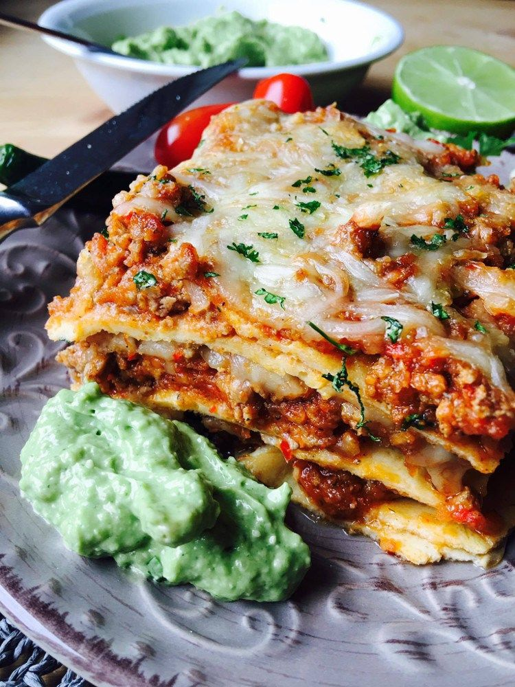 low carb chipotle chili tortilla auflauf mit magischer gr ner so e rezepte low carb lchf. Black Bedroom Furniture Sets. Home Design Ideas