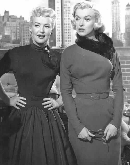 Betty Grable   Marilyn Monroe   Stunning dames in 2019   Marilyn ... 2ae56576b875