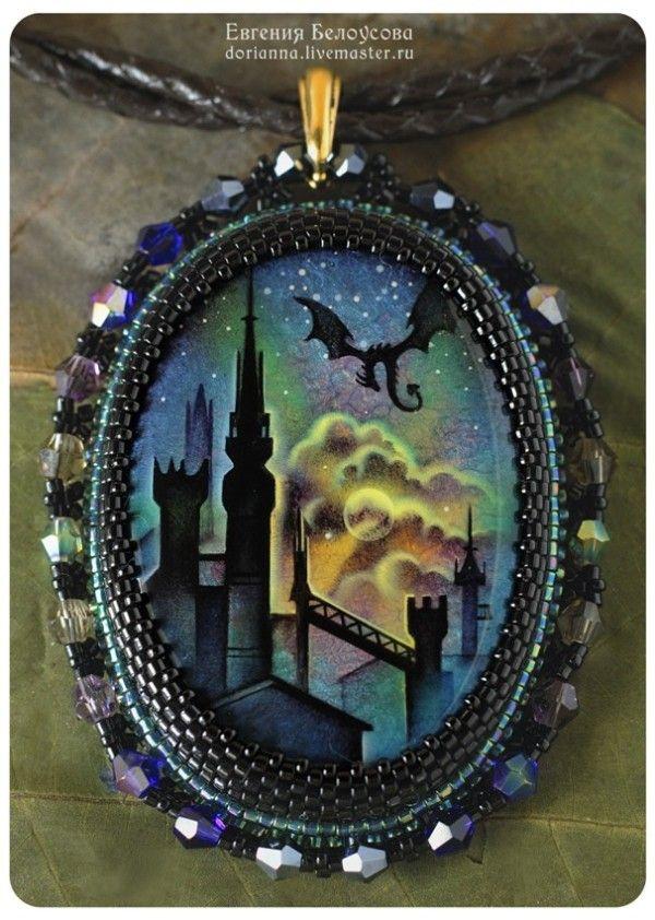 Кулон с росписью «Зачарованный замок» | biser.info - всё о бисере и бисерном творчестве