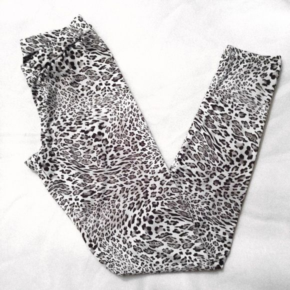 Snow Leopard Leggings ♡ barely worn • no stains tears etc • very stretchy • ankle length • great with long black shirt and boots! Freckles Pants Leggings