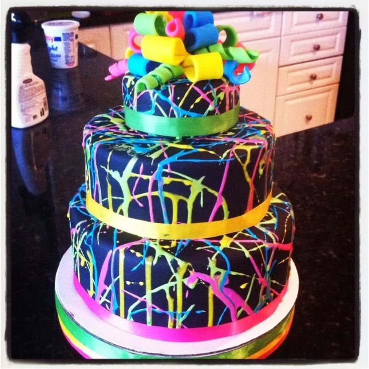 Glow in the dark Cake for a glow in the dark party Use florescent