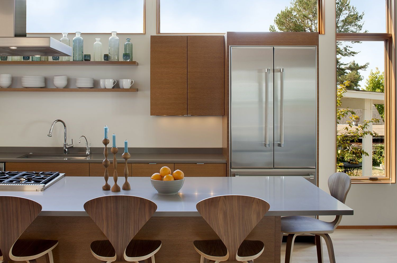 Photo of Fashionable house renovation in Seattle that maximizes indoor and outside residing