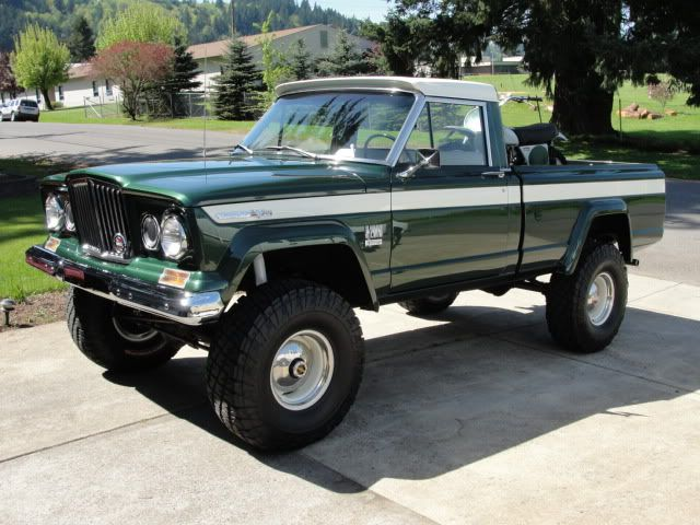 Sweet 1969 Jeep Gladiator J 2000 Short Bed Fleetside Townside Pick Up Truck Ugh Always Loved This Truck Jeep Truck Trucks Jeep Wagoneer