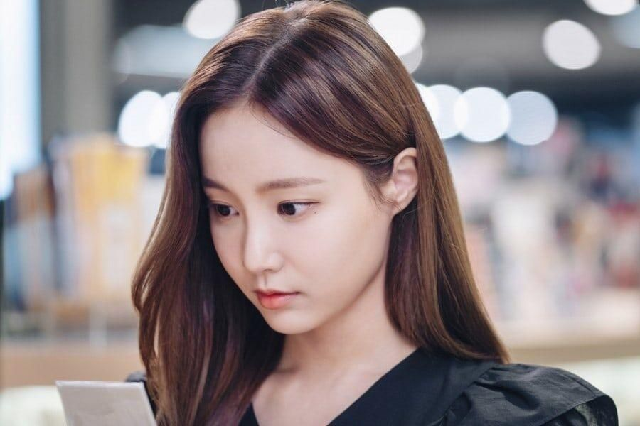 """Yeonwoo Is A Gorgeous Art Student In Jo Yeo Jeong and Go Joon's Drama """"Cheat On Me If You Can"""""""
