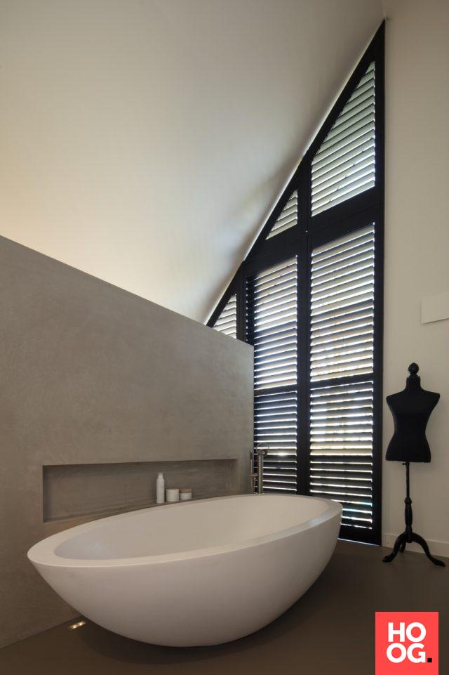 Badkamer design met shutters raam | badkamer ideeën | design ...