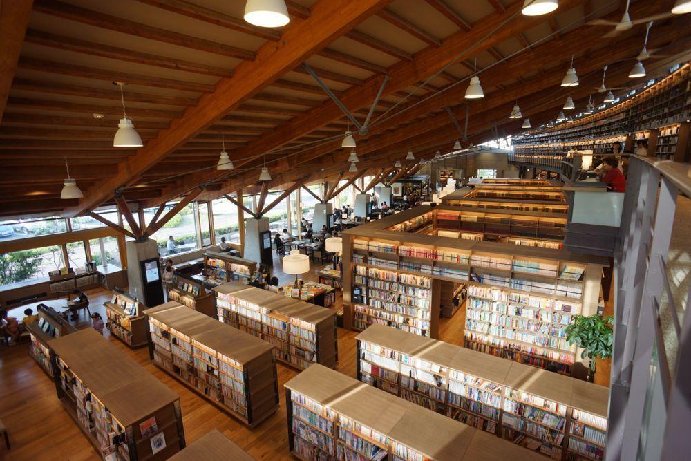 Tsutaya図書館 愛知県小牧市にも誕生 Ccc Trcがカフェ併設提案 図書館デザイン 本棚のアイデア 図書館建築