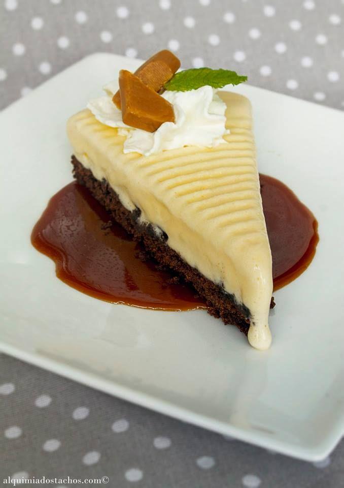 Tarte de Brownie com gelado e caramelo