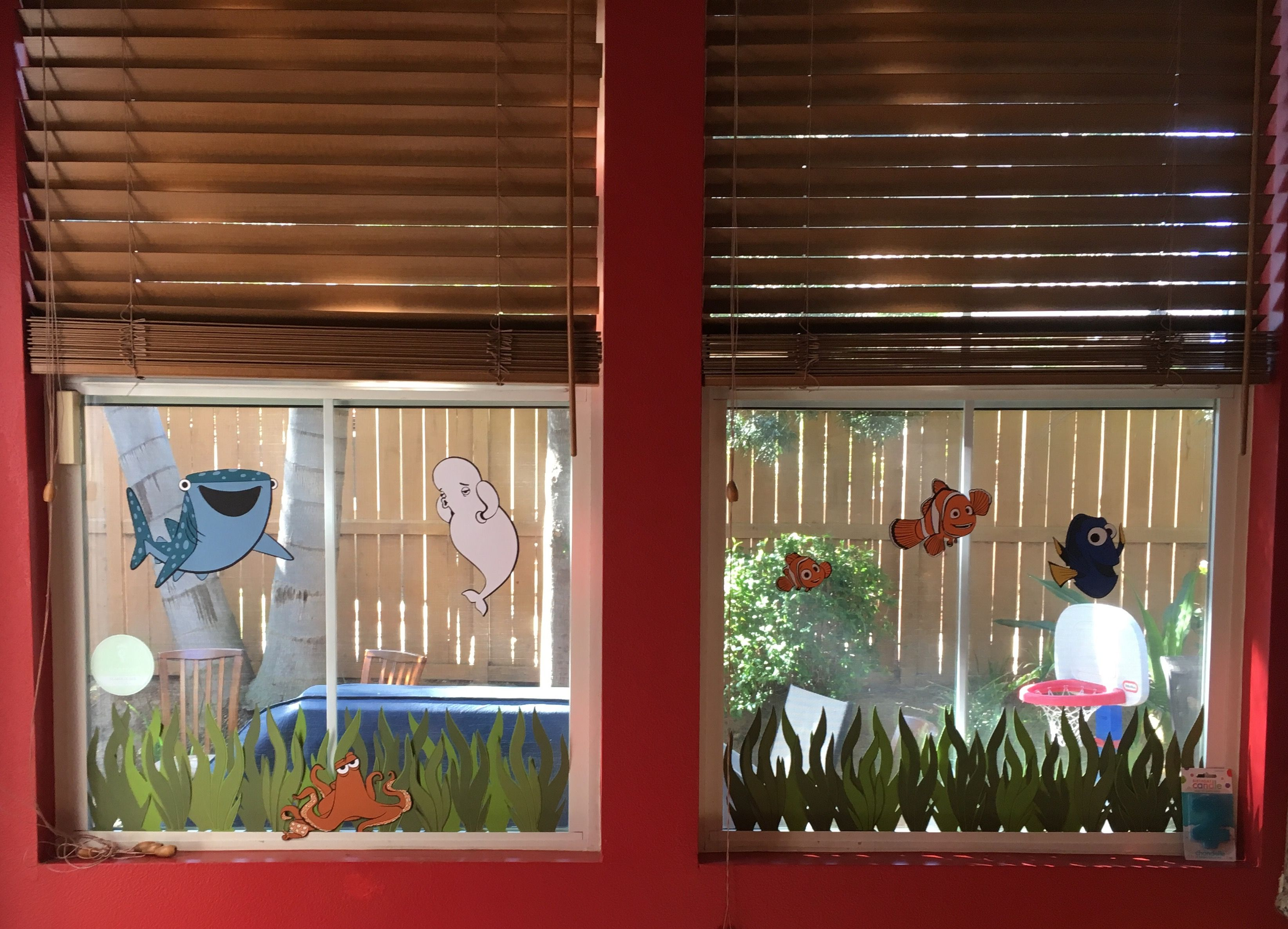Dory window decorations
