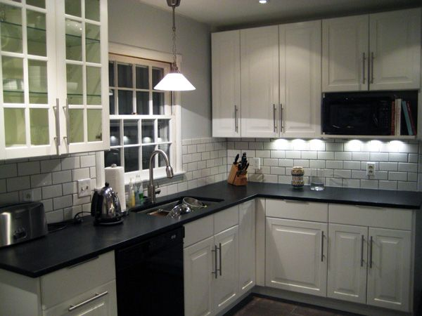 White Ikea Kitchen With Dark Grouted Tile My Mom Wants A White Kitchen Blech This One 39 S Not