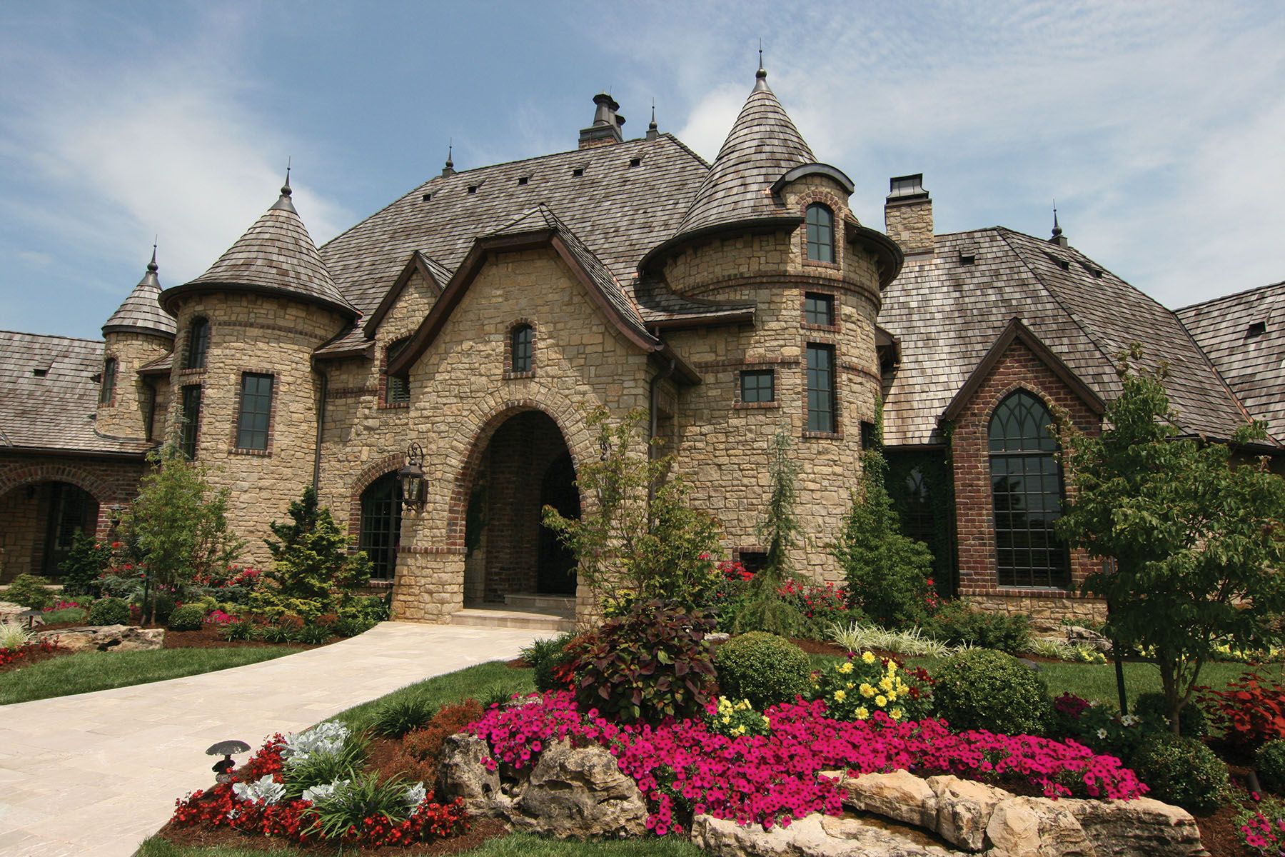 This Castle Like Home Makes A Jaw Dropping Statement Curbappeal Castle Frontdoor Luxury Homes Dream Houses Dream Home Design Beautiful Homes